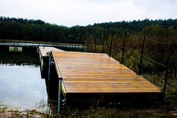 Zakończono prace przy budowie pomostu nad jeziorem Mormin